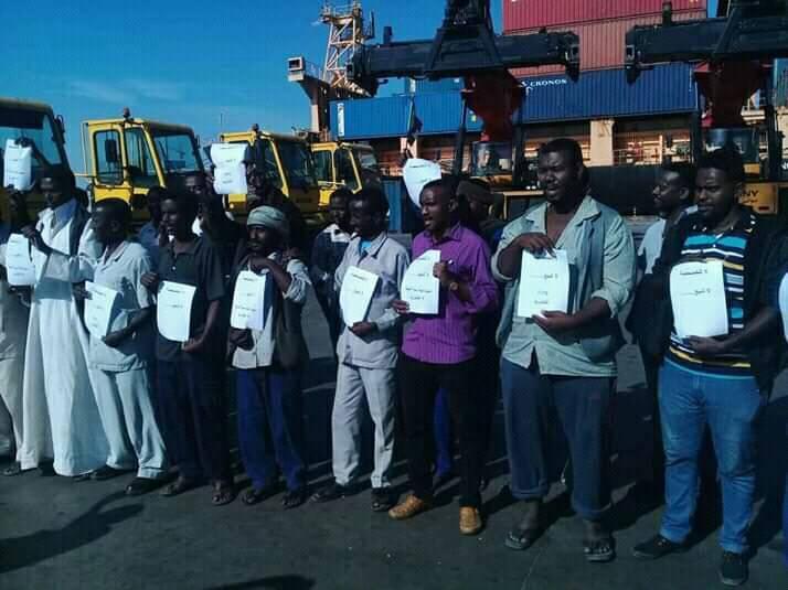 عمال الميناء الجنوبي ببورتسودان يدخلون في إضراب عن العمل